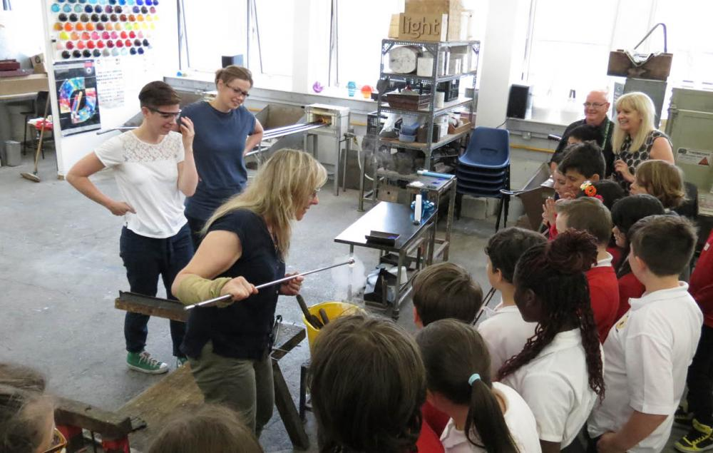 Pupils in the glass workshop