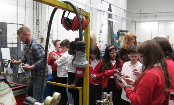 Pupils in the metal workshop